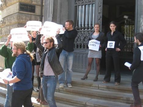 2010-05-05 Attac Leipzig - Aktion Deutsche Bank - Solidaritaet mit Griechenland (2)