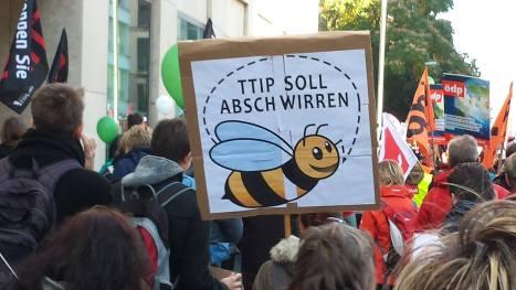 2015-10-10 Demonstration gerechter Welthandel TTIP CETA stoppen Berlin (24-absschwirr)
