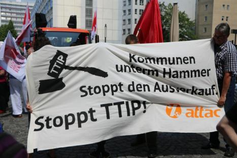 2016-05-28 Demo StopTTIPundCETA Leipzig Katholikentag (10)