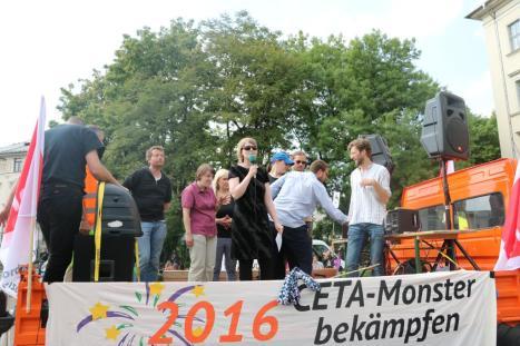 2016-05-28 Demo StopTTIPundCETA Leipzig Katholikentag (37) Katja