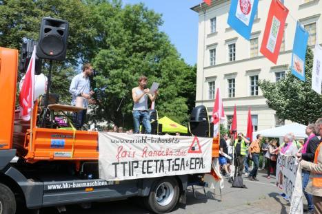 2016-05-28 Demo StopTTIPundCETA Leipzig Katholikentag (4) Julian Bindewald attac