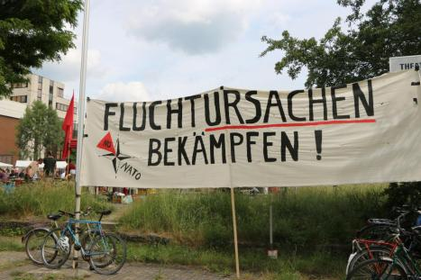 Bild 052 - welcome2stay leipzig banner attac fluchtursachen